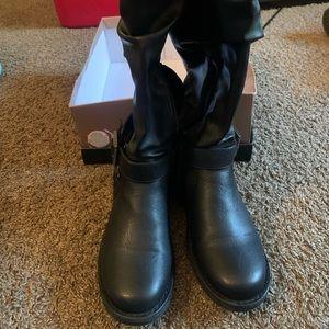 Fergie black boots LIKE NEW!!